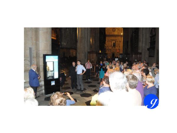 Totem digitale nella Cattedrale di Como